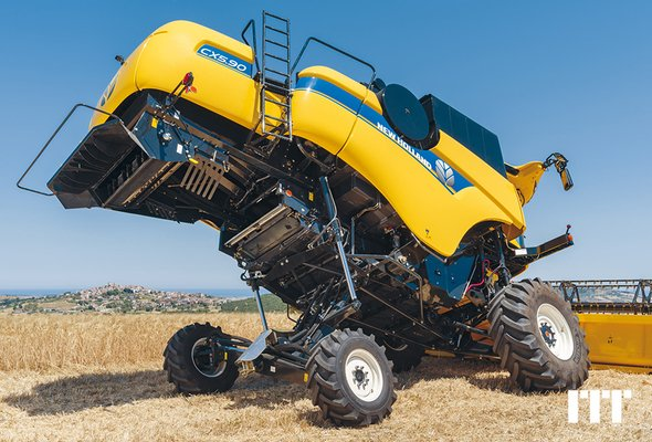Moissonneuse batteuse New Holland CX 5.90HS